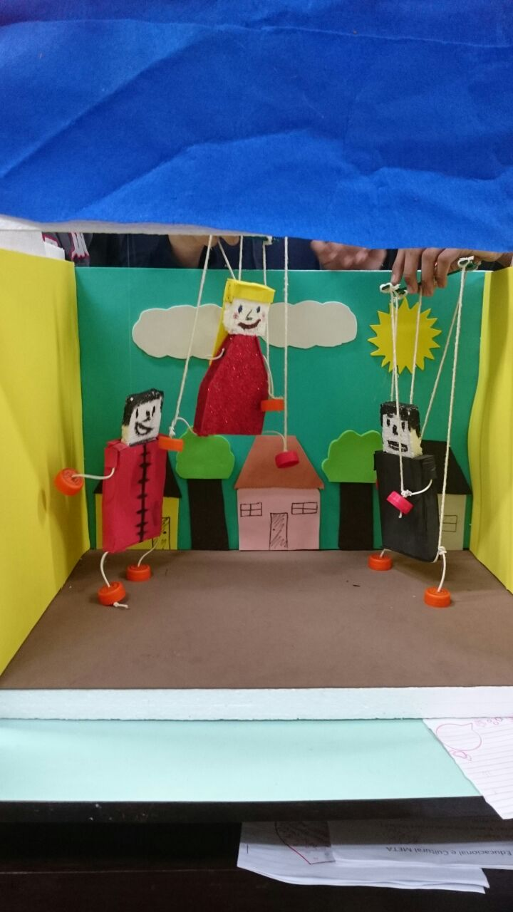 Teatro de marionetes apresentado pelos alunos dos oitavos anos